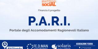 Foto blu chiaro sopra e blu scuro in basso con i loghi dell'ente finanziatore, del capofila del progetto e dei partner.